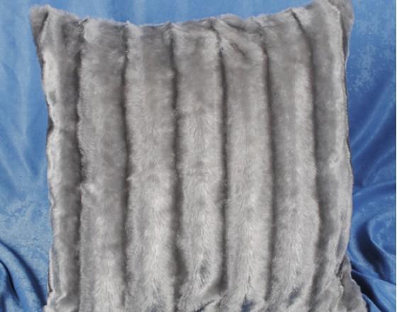 Наволочка декоративная из искусственного меха светло-серая в полоску 50х50 см. H-13